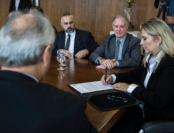 Governo assina projeto que cria programa de refinanciamento de dívidas tributárias